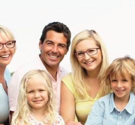 Familie mit Brillen